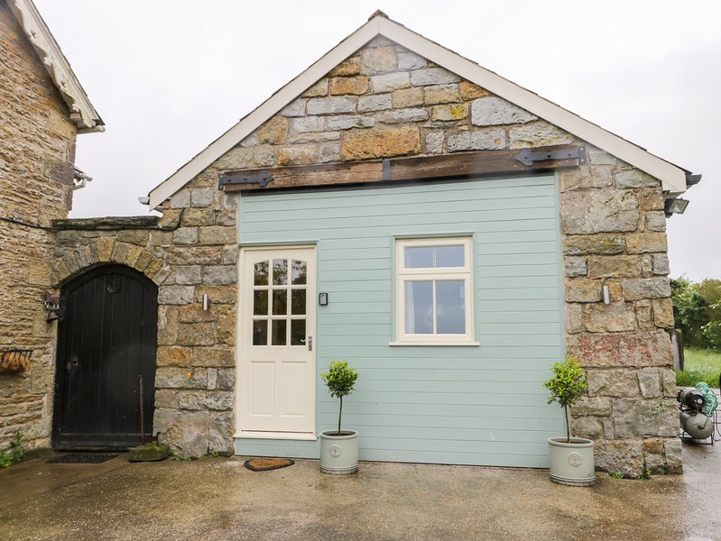 SWALLOWS NEST, pet-friendly, hot tub, near Scalby, vacation rental in Hackness