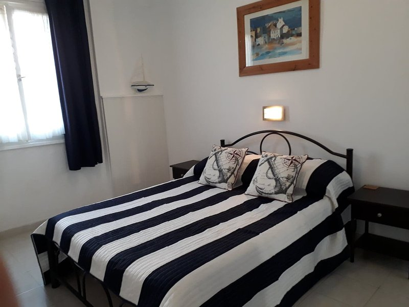 Nautical Apartment with a very Spacious Double bedroom