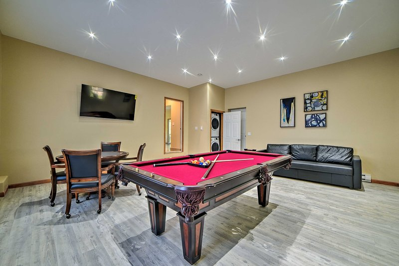 Camelback Home w/ Game Room, 1 Min to Skiing!, holiday rental in Reeders