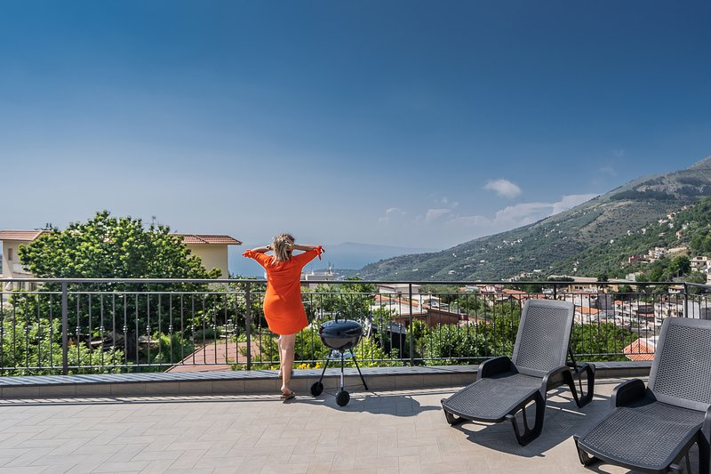 Newly refurbished apartment with a private panoramic terrace near Sorrento