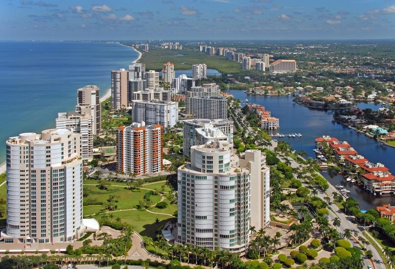 Your vacation paradise! just minutes away from the beach and all Naples popular attractions.