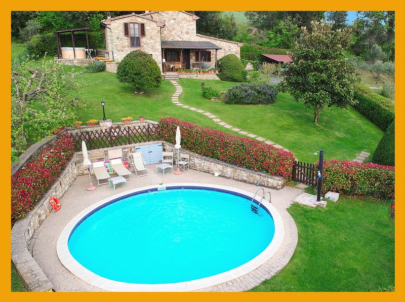 Private Tuscany Villa Centopino with pool jacuzzi for honeymoon & summer holiday, vacation rental in Castelnuovo di Val di Cecina