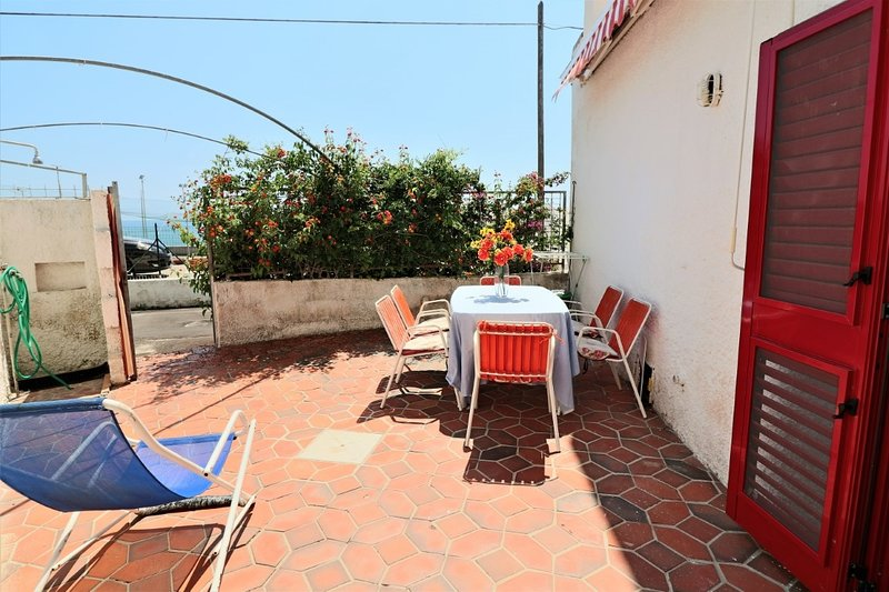 Nascondino holiday home with sea view in Torre Vado, vacation rental in Torre Vado
