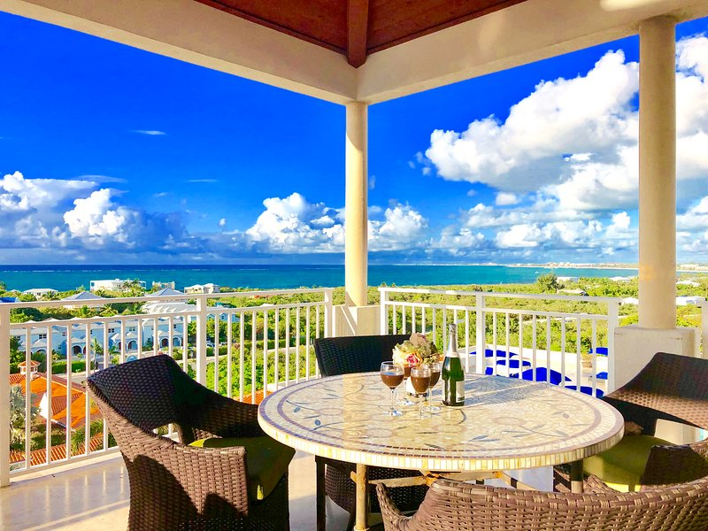 Paradise Nest Ocean Views Penthouse 2400sq ft 2BR, holiday rental in Providenciales