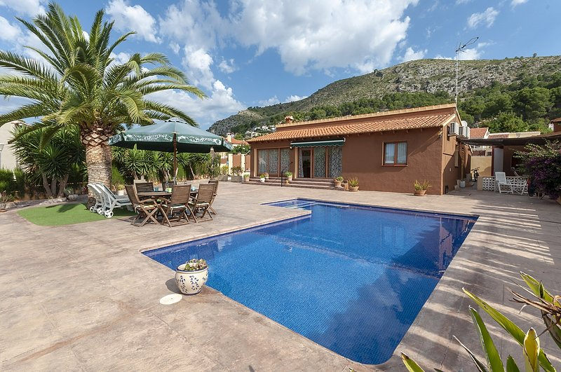 CASA LEA - Villa for 5 people in Alcalali, vacation rental in Sagra
