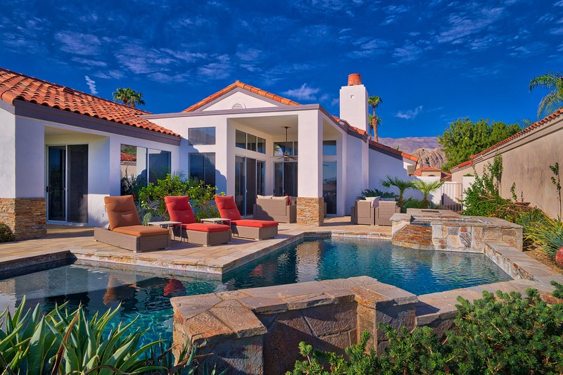 Luxury Contemporary Pool Paradise Desert Oasis, holiday rental in La Quinta