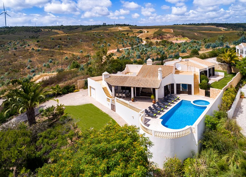 Nº58 Golfe Santo Antonio - Traditional 4 bedroom villa with pool, holiday rental in Budens