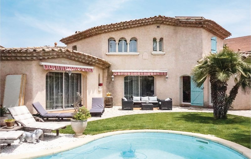Stunning home in Puisserguier with Outdoor swimming pool, WiFi and Outdoor swimm, holiday rental in Capestang