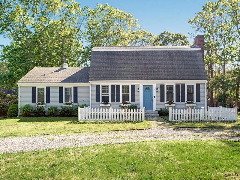 OSTERVILLE CHARMER IN THE VILLAGE! 142484, holiday rental in Osterville