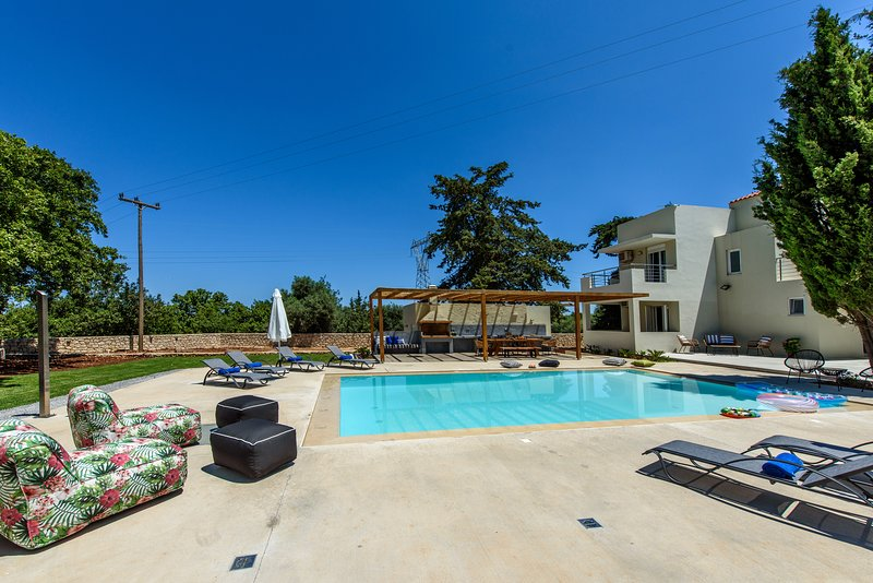 Gloednieuwe villa van 200 m² met privézwembad!