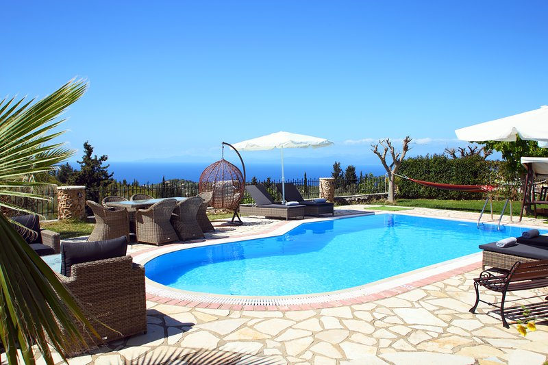 Luxury stone villa Thanasis with private pool just a few minutes from Kathisma, vacation rental in Kavallos