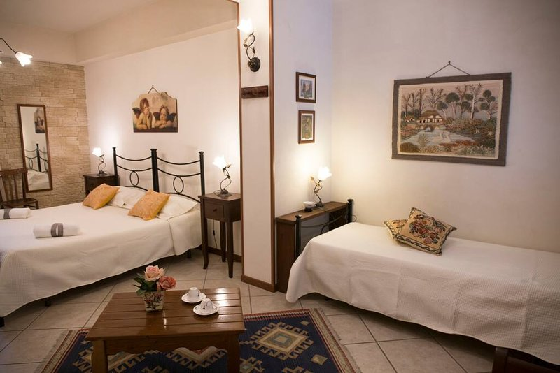 Nice apt with balcony & Wifi, holiday rental in Nicolosi