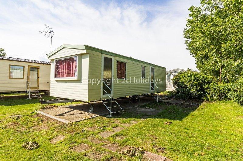6 berth caravan for hire in Seawick holiday park in Essex ref 27119S, holiday rental in Clacton-on-Sea