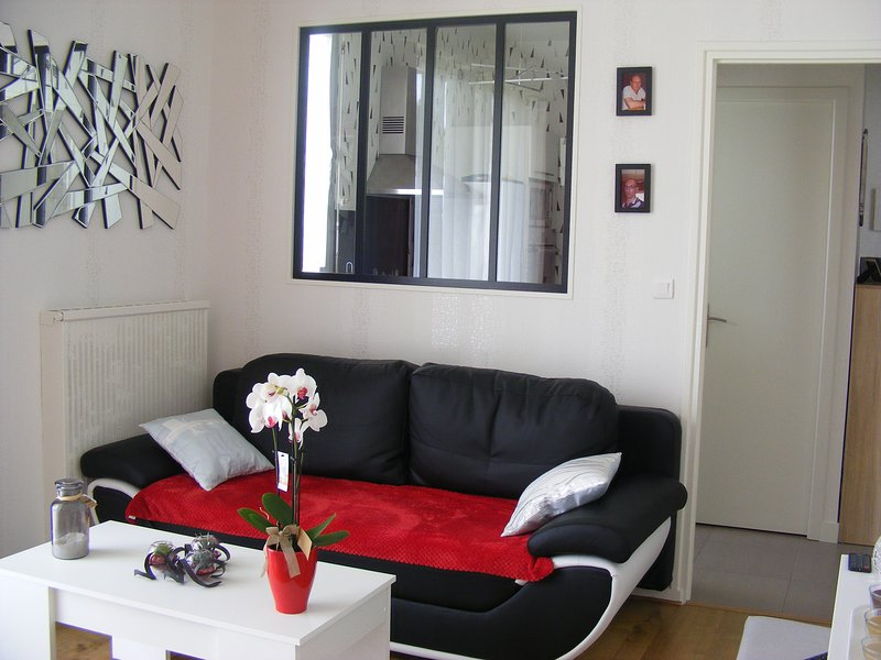 Nice apt with terrace & Wifi, holiday rental in Saint Pierre du Mont