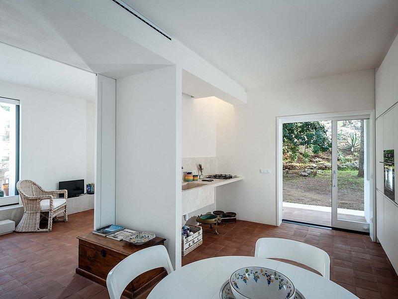 Baglio Mogli Belle Villa Sleeps 5 with Pool Air Con and WiFi - 5806216, location de vacances à Custonaci
