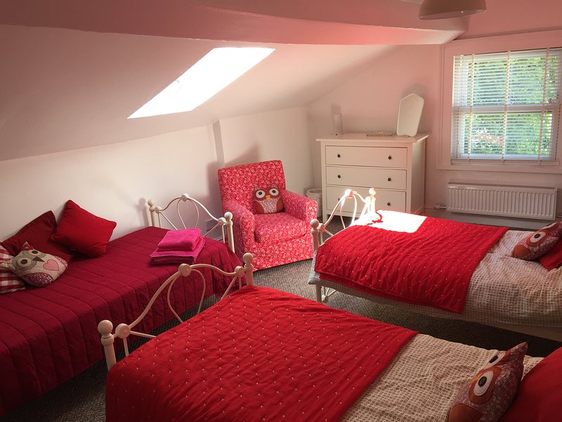 Top bedroom with 3 single beds