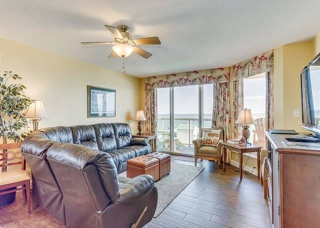 Luxury condo, across the street from the beach + FREE DAILY ACTIVITIES!, vacation rental in North Myrtle Beach