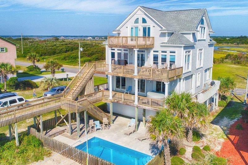 New River Inlet Rd 1056 Oceanfront! | Private Pool, Hot Tub, Jacuzzi, Internet,, location de vacances à North Topsail Beach