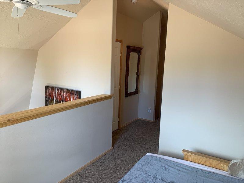 Hillside Hideaway- 1 bedroom w/loft  - sleeps 4 in beds, location de vacances à Long Valley Junction
