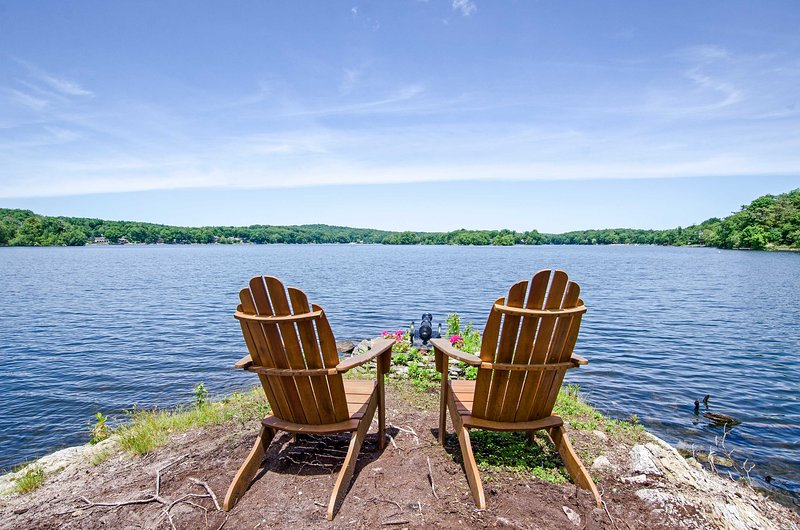 Lakefront Home Near Mtn Creek 4-Season Resort!, alquiler de vacaciones en Warwick