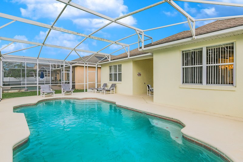 Lovely Pool Home, Pet Friendly. Orlando 1744, holiday rental in Southport