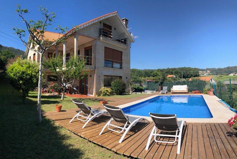 Magnífico chalet cerca de la playa, vacation rental in Sanxenxo