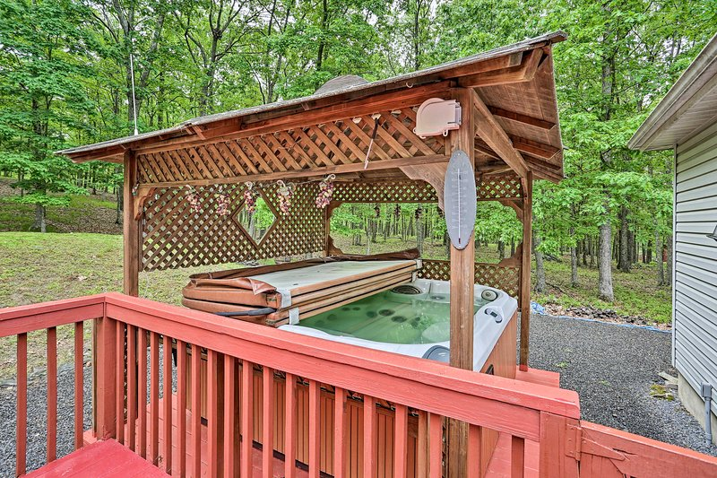 This Bushkill vacation rental features numerous comforts including this hot tub!