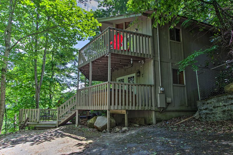 The great outdoors are calling for you to stay at this mountain cottage!