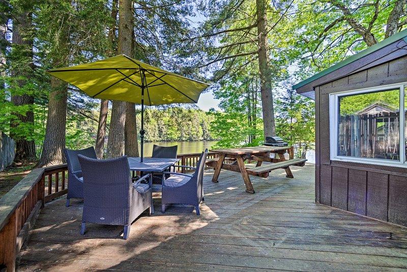 Ubicado en Otter Lake, esta casa de Adirondacks cuenta con 2 dormitorios y 1 baño.
