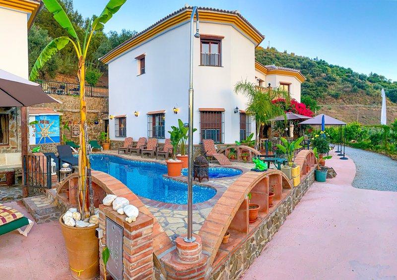Casa Rural Privada 7 habitaciones 7 baños. Ideal Familia y grupos✴️✴️✴️✴️✴️, holiday rental in Sayalonga