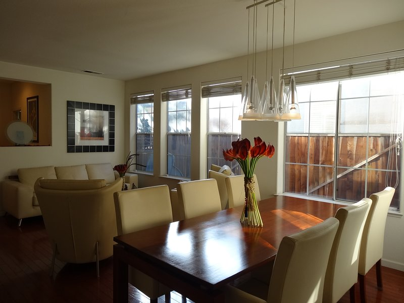 TWO SEPARATE BEDROOMS ,ONE FUL BATH DBL SINKS,LOFT AREA - SHARED SPACE IN HOME, vacation rental in New Almaden