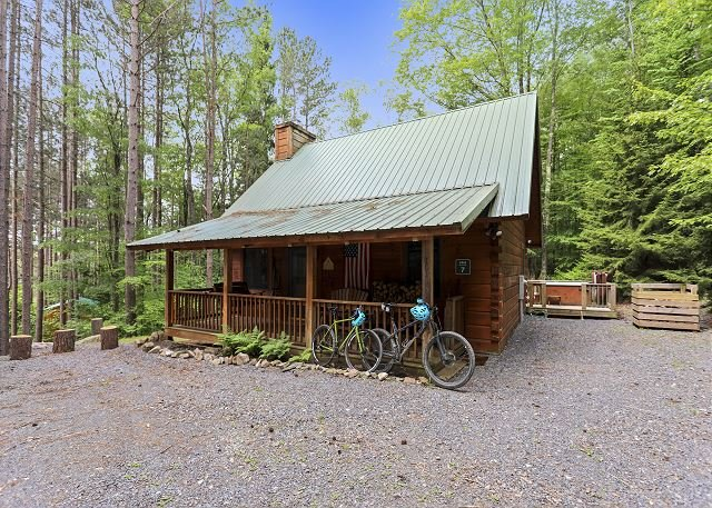 Perfect location for a Canaan Valley vacation! Welcome to Red Squirrel Pines!, aluguéis de temporada em Vale do Canaã