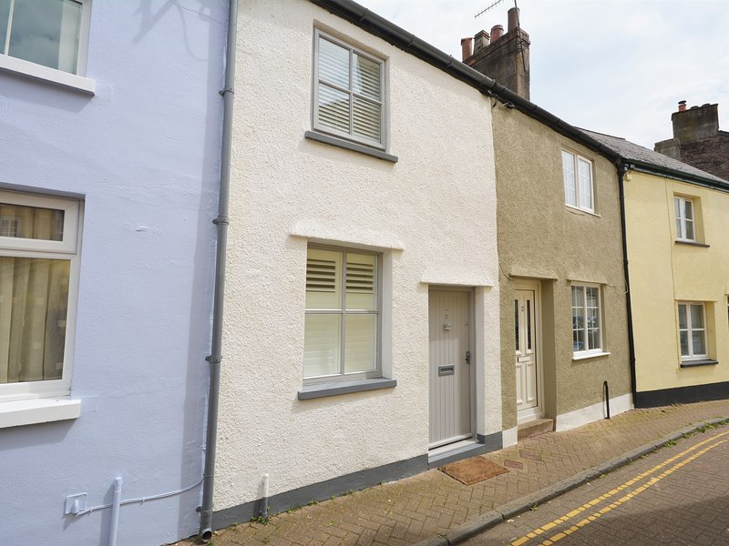 A super cute white terraced cottage perfectly positioned to enjoy bustling Brecon