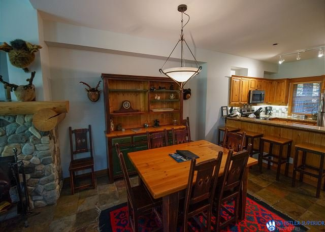 Forest Creek - Luxury Family Property, Private Hot Tub & Garage, holiday rental in Whistler