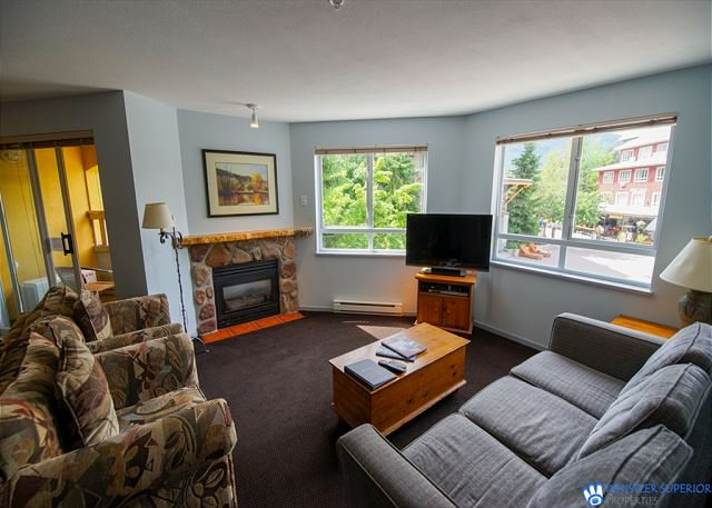 On Village Stroll, Walking Distance to Everything. A/C, Balcony, Fireplace, holiday rental in Whistler