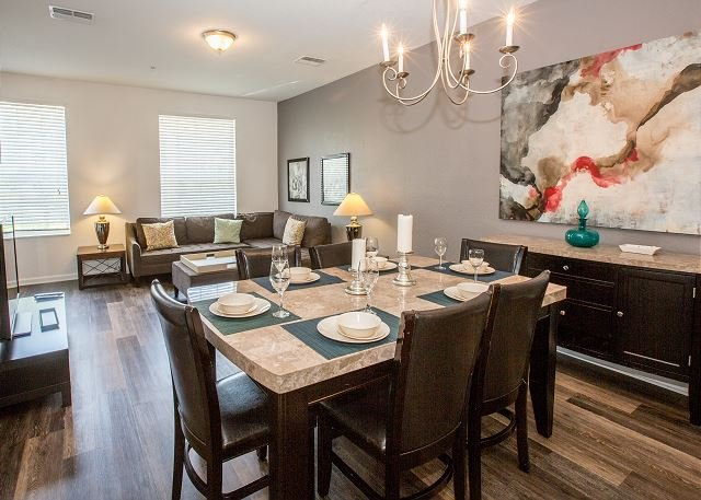 Three-story, 3-bedroom, 3.5 bath townhome perfect for your Florida vacation!, vacation rental in Orlando