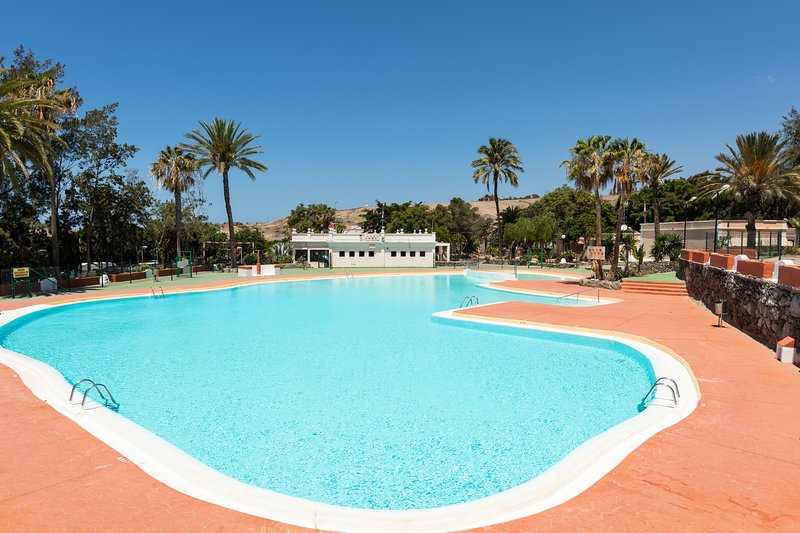 Camping House Private Terrace Common Pool, holiday rental in El Salobre