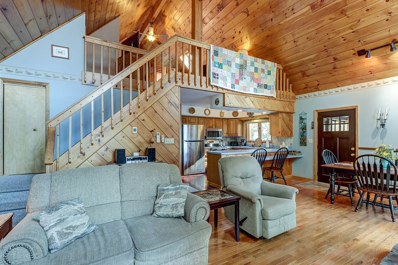 Dog-friendly, lakefront house with 2 living areas, beach nearby, holiday rental in Brant Lake