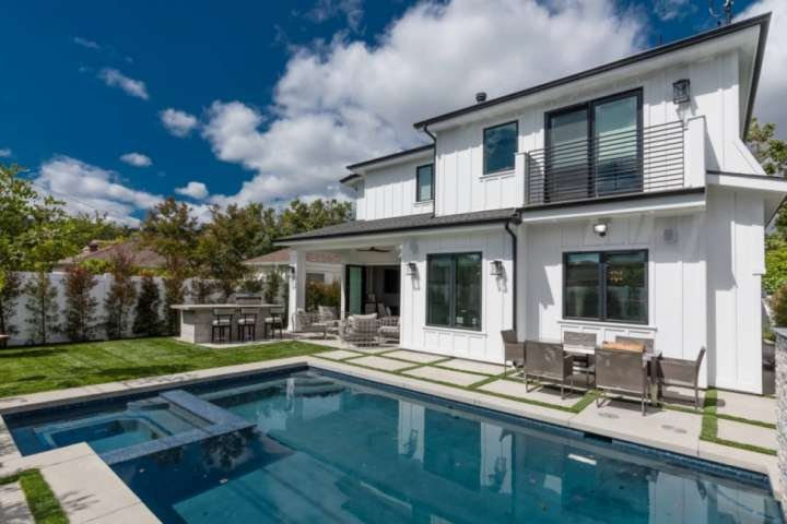 Epic Outdoor Space w Pool/Jacuzzi, Outdoor Kitchen w BBQ Gas Grill & Mini Fridge (pool loungers not shown)