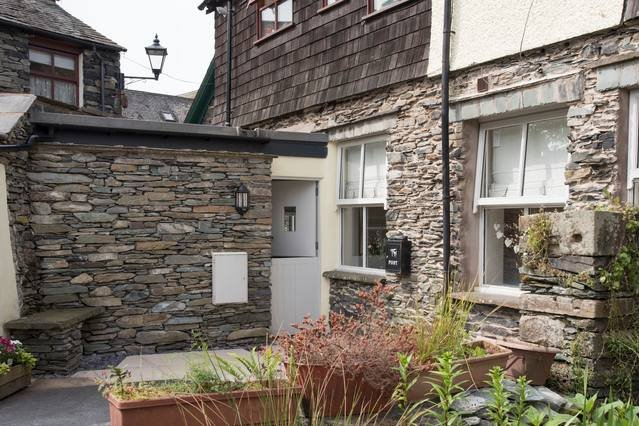 Cozy 1BR apartment, central Ambleside with parking, holiday rental in Ambleside