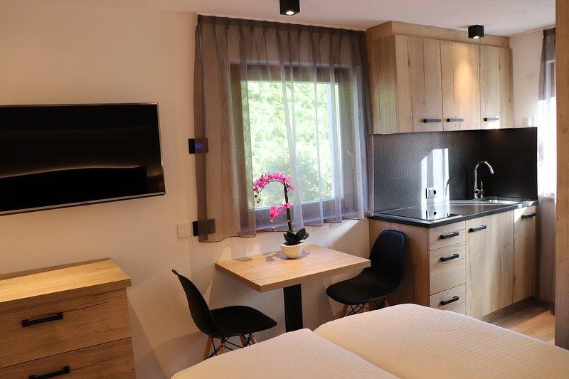 Ciasa Cir Apartments - camera matrimoniale per max 2 persone - angolo cottura, casa vacanza a San Cassiano