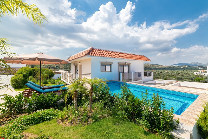 Kolymbia Dreams 3Bedroom Suite with Private Pool and Mountain View, holiday rental in Kolympia