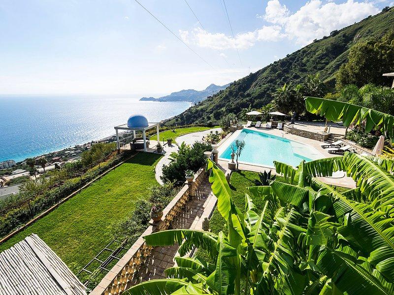 Letojanni Villa Sleeps 6 with Pool Air Con and WiFi - 5806962 – semesterbostad i Limina