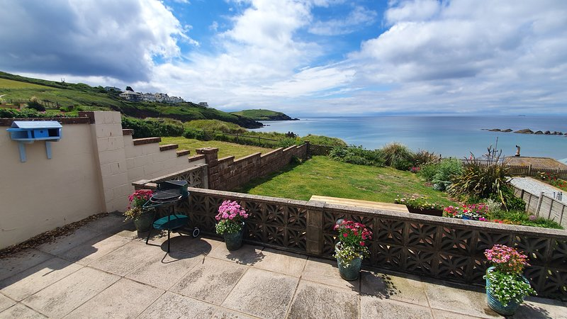 Pentillie - Cosy seaside bungalow on the beach in Challaborough, holiday rental in Burgh Island