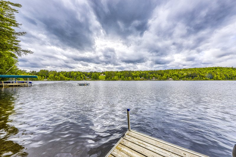 Dog-friendly cabin with lakefront location, 20' dock, smart TV, vacation rental in Bakers Mills
