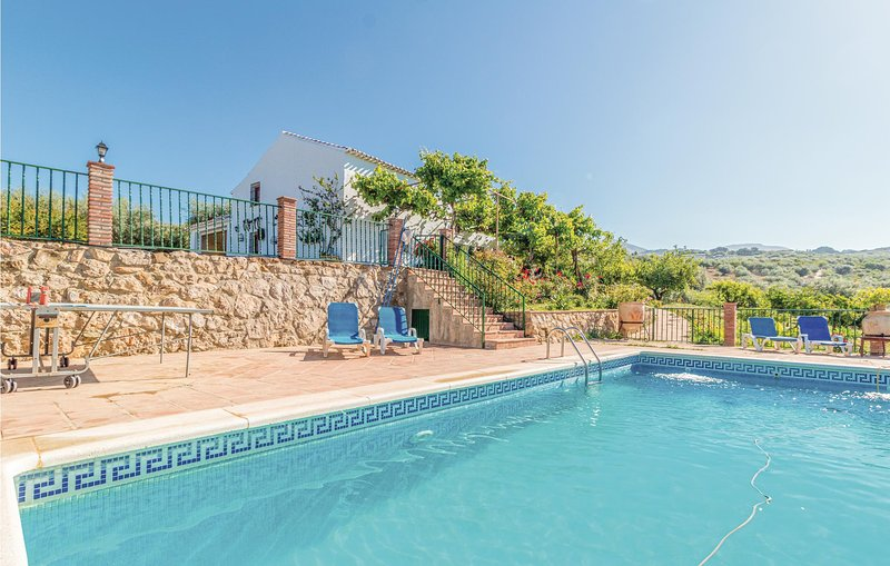 Awesome home in Periana with Outdoor swimming pool, WiFi and Outdoor swimming po, holiday rental in Periana