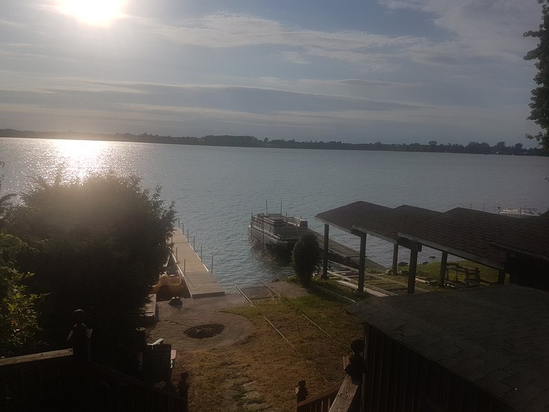 Great Lakefront Cottage, 12 Sleeps, Year Round, location de vacances à Port Perry