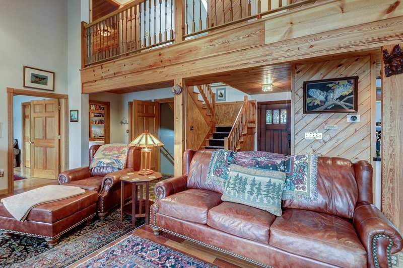 Enormous lakefront house with high-end touches, private dock, holiday rental in Pottersville