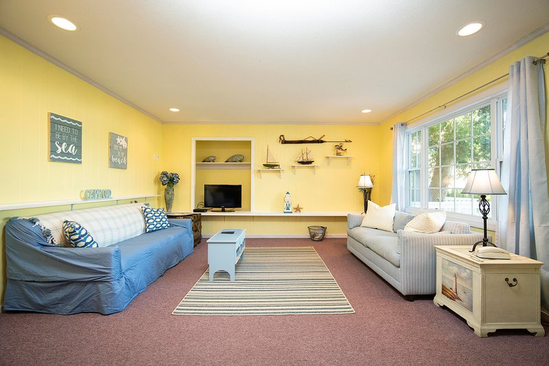 NEW LISTING! Captain Gosnold Village - 2BR Cottage (Unit 8AB) - Walk to Beach, holiday rental in Hyannis