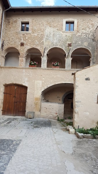 Italian Apennine Mountain Villa Getaway, location de vacances à Calascio